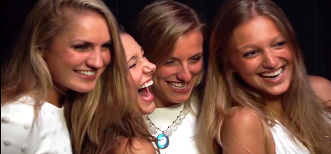 mirrorme-women-laughing